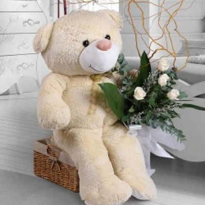 teddy-bear-with-bouquet-of-roses